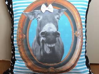 coussin  tete d ane qui rigole bleu et noir etoiles:  de style  par Baudet Culotté