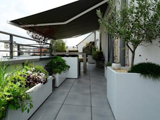 Custom planters IMAGE'IN - Designing of a private terrace in Luxembourg Modern balcony, veranda & terrace by ATELIER SO GREEN Modern