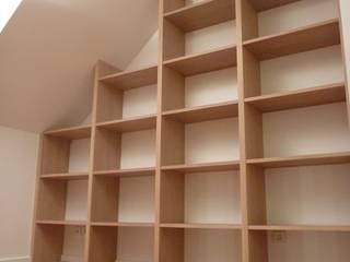 Bibliothèque en chêne:  de style  par L'ébénisterie d'Elise