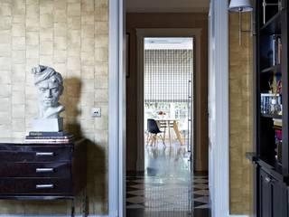 Dom w Wilanowie Klasyczne domowe biuro i gabinet od BBHome Design Klasyczny