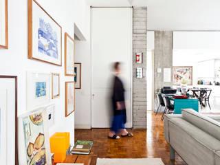 Apartamento Sabará Salas de estar modernas por Zemel+ ARQUITETOS Moderno