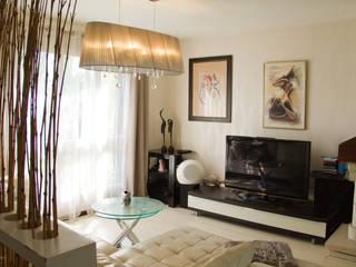 salon cosy:  de style  par ELGYKA DESIGN