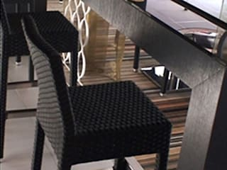 Bar restaurant après travaux: Bars & clubs de style  par ELGYKA DESIGN