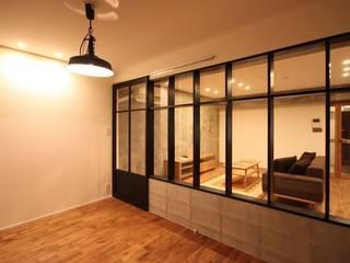 Dormitorios de estilo industrial de ASTER Industrial