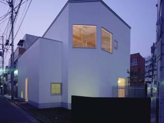Modern houses by (有)菰田建築設計事務所 Modern