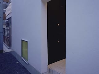 Casas estilo moderno: ideas, arquitectura e imágenes de (有)菰田建築設計事務所 Moderno