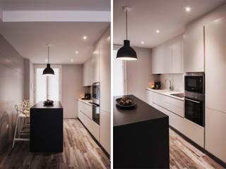 House private E Cucina moderna di studiooxi Moderno