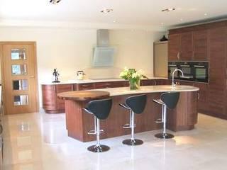 Open plan Walnut Kitchen near Romsey, Hampshire: modern Kitchen by Solent Kitchen Design Ltd