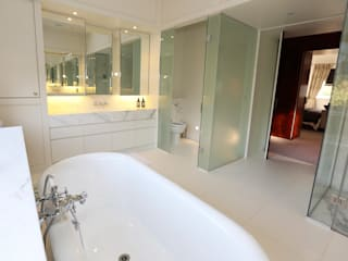 Drummonds Case Study: Tudor House, Roehampton di Drummonds Bathrooms Moderno