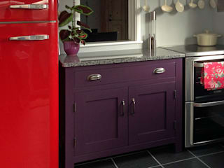 Small kitchens by Hallwood Furniture Eclectic
