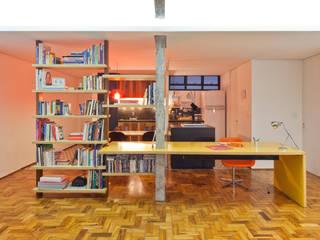 Apartamento Maria Antônia Escritórios modernos por Zemel+ ARQUITETOS Moderno