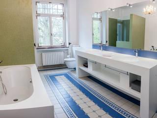 Klasyczna łazienka od Pfeiffer GmbH & Co. KG Klasyczny