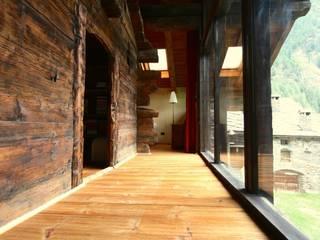 veranda:  in stile  di Agenzia San Grato di Marcoz Carlo