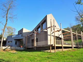 façade ouest: Maisons de style de style Moderne par AtjM