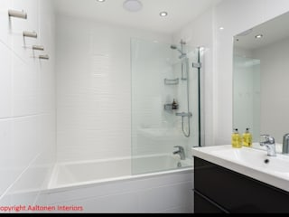Bathroom main:  Bathroom by Aaltonen Interiors
