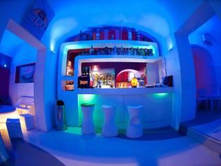 Purple Bar - Banco bar: Bar & Club in stile  di DLA design_lab