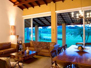 FAZENDA SAN RAFAEL: Salas de estar  por DUPLA ARQUITETURA ESTRATÉGICA,Colonial