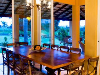 FAZENDA SAN RAFAEL: Salas de jantar  por DUPLA ARQUITETURA ESTRATÉGICA,Colonial