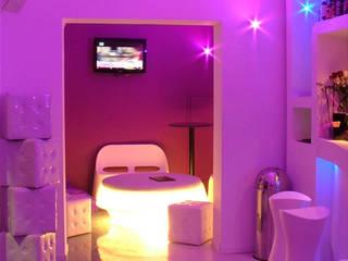Purple Bar - Sala lounge : Bar & Club in stile  di DLA design_lab