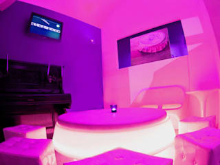 Purple Bar - Sala lounge: Bar & Club in stile  di DLA design_lab