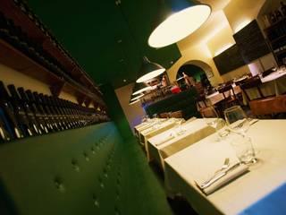 Rosmarino - Sala principale: Gastronomia in stile  di DLA design_lab