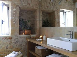 Deu i Deu Rustic style bathroom