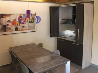 Cucina a scomparsa monoblocco da cm.140 con ante - aperta:  in stile  di MiniCucine.com