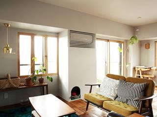 غرفة المعيشة تنفيذ 稲山貴則 建築設計事務所, إسكندينافي