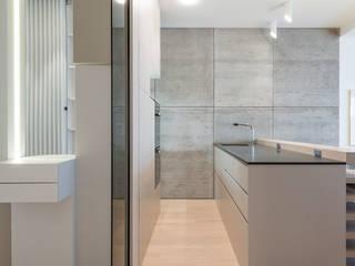City Lounge: moderne Küche von Johann Will GmbH