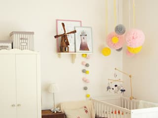 Scandinavian style nursery/kids room by ZAZA studio Scandinavian