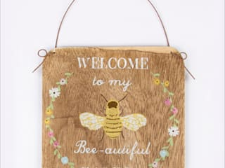 Welcome to my Bee - autiful Garden sign - rustic hanging bees plaque:   by Tittlemouse