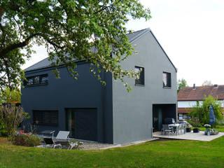 Relaxen im Garten:  Häuser von Nickel und Wachter Architekten