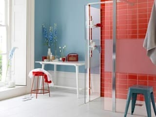 Shower enclosure or wet room? por Alaris London Ltd Moderno