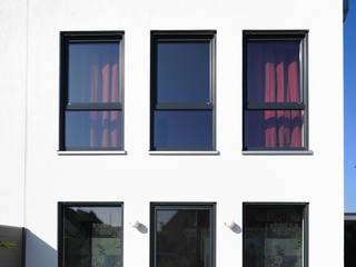 Außenfassade, Doppelhaushälfte:  Häuser von Baugeschäft Heckelsmüller