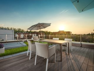 Hill Park Apartments Nowoczesny balkon, taras i weranda od T3 Studio Nowoczesny