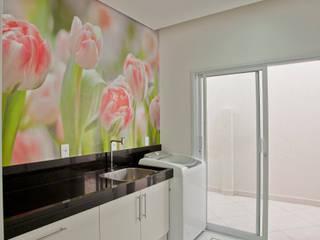 Paredes y pisos de estilo moderno de Designer de Interiores e Paisagista Iara Kílaris Moderno