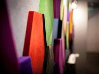 CUBE i HEXA w Dekoradach: styl , w kategorii Przestrzenie biurowe i magazynowe zaprojektowany przez FLUFFO fabryka miękkich ścian