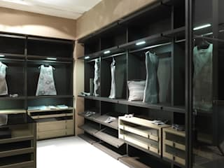 Walk-in-dressing room:  Dressing room by Lamco Design LTD