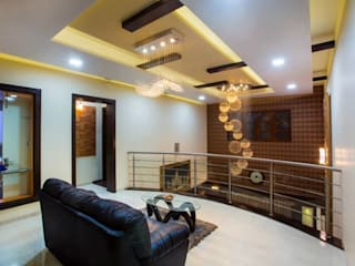 Mr Mulla Residence Classic style corridor, hallway and stairs by Srujan Interiors & Architects Pvt Ltd Classic