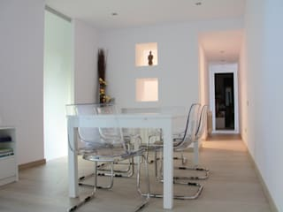 Minimalist dining room by Alcazar Construcciones Minimalist