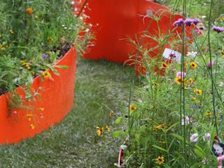 dettaglio del fiore in ferro colorato di GREENCURE - landscape & healing gardens Moderno