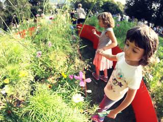 spazio gioco e di scoperta per tutti : Giardino in stile  di GREENCURE - landscape & healing gardens