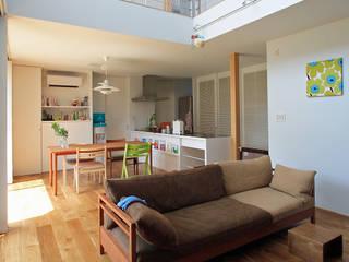 Salas / recibidores de estilo  por 福田康紀建築計画, Moderno