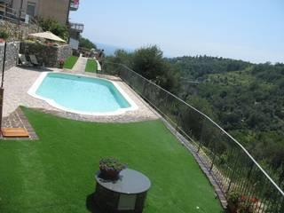 Piscinas de estilo clásico de italiagiardini Clásico