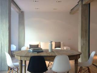 Estar abierto: Comedores de estilo  de B-mice Design + Architecture