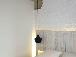 Dormitorio principal: Dormitorios de estilo  de B-mice Design + Architecture