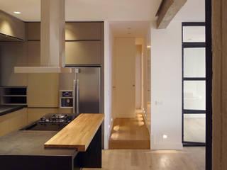 Perspectiva cocina: Cocinas de estilo  de B-mice Design + Architecture