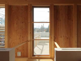ミニマリストの家 ミニマルデザインの テラス の 畠中 秀幸 × スタジオ・シンフォニカ有限会社 ミニマル