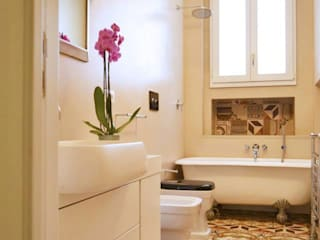 Salle de bain classique par Azzurra Garzone architetto Classique