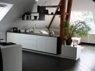 Umbau einer Wohnung im Dachgeschoss:   von Lico Design